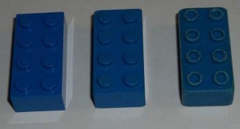 Tre mattoncini blu
