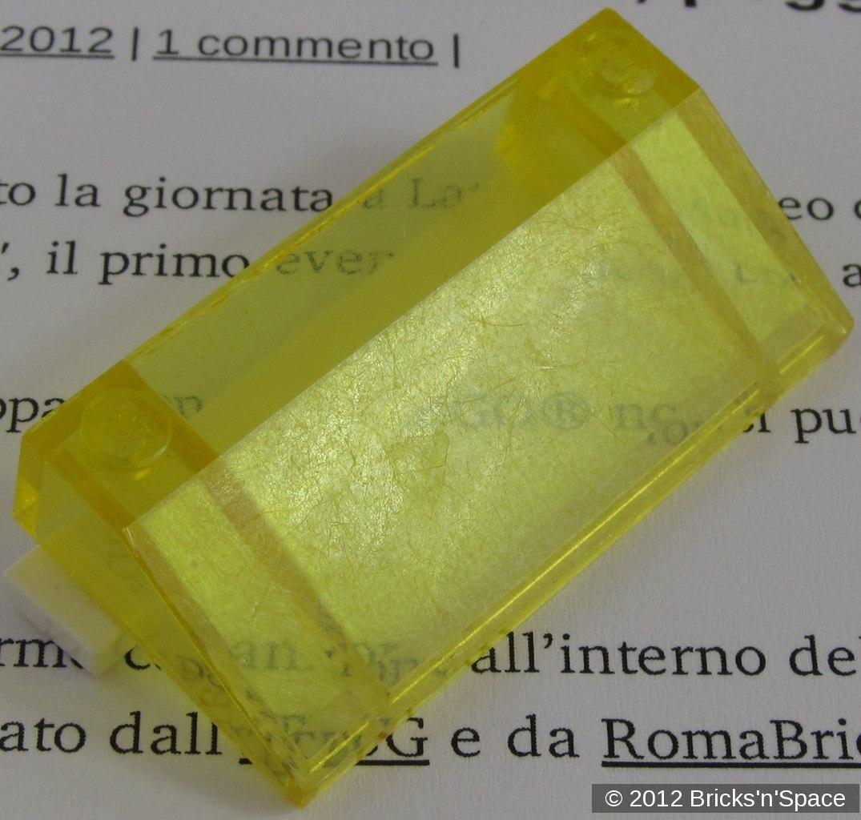 Il secondo parabrezza giallo con il riflesso della luce