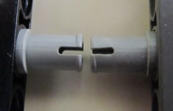Il pin di destra è deformato