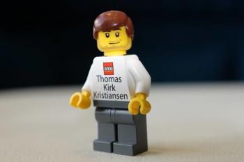 Il biglietto da visita di Thomas Kirk Kristiansen. Foto di Dan Gaba / Wall Street Journal